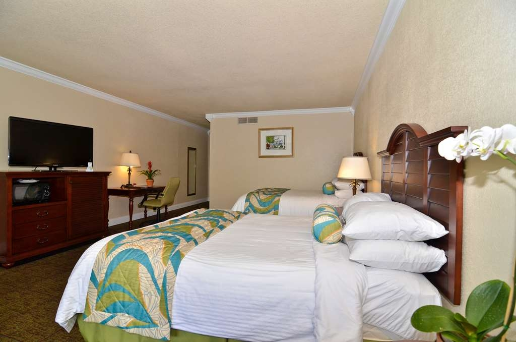 Best Western Key Ambassador Resort Inn - Standard room with two queen beds and private balcony.