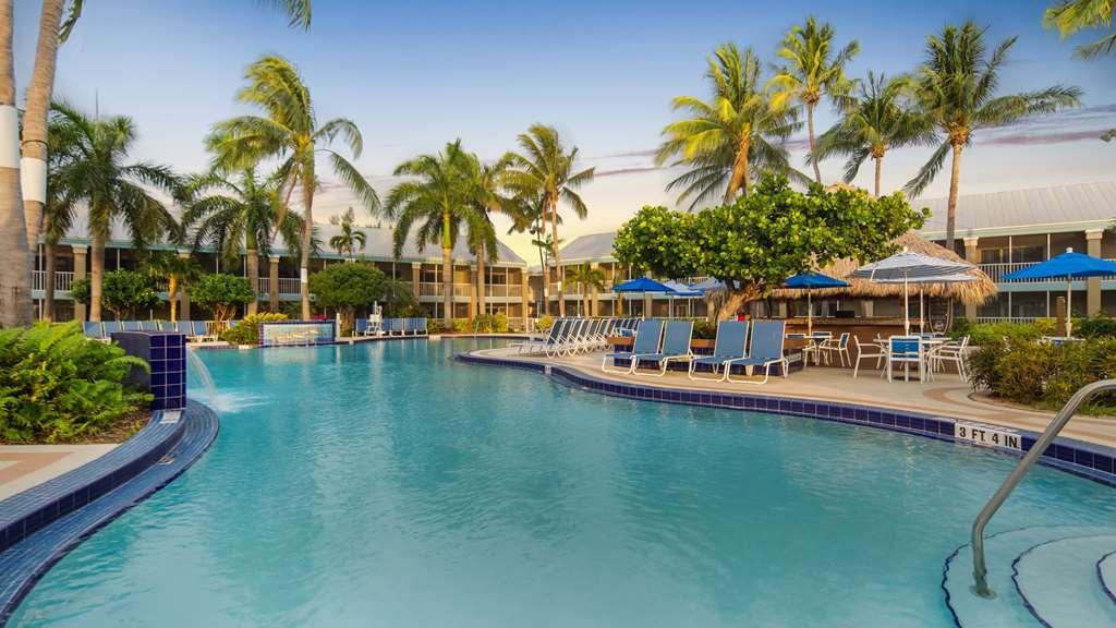 Best Western Key Ambassador Resort Inn - Vista de la piscina