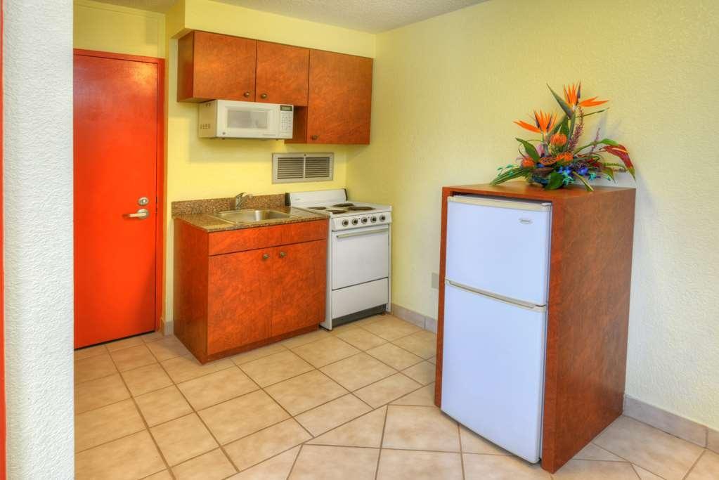 Best Western Aku Tiki Inn - Gästezimmer mit Kochnische