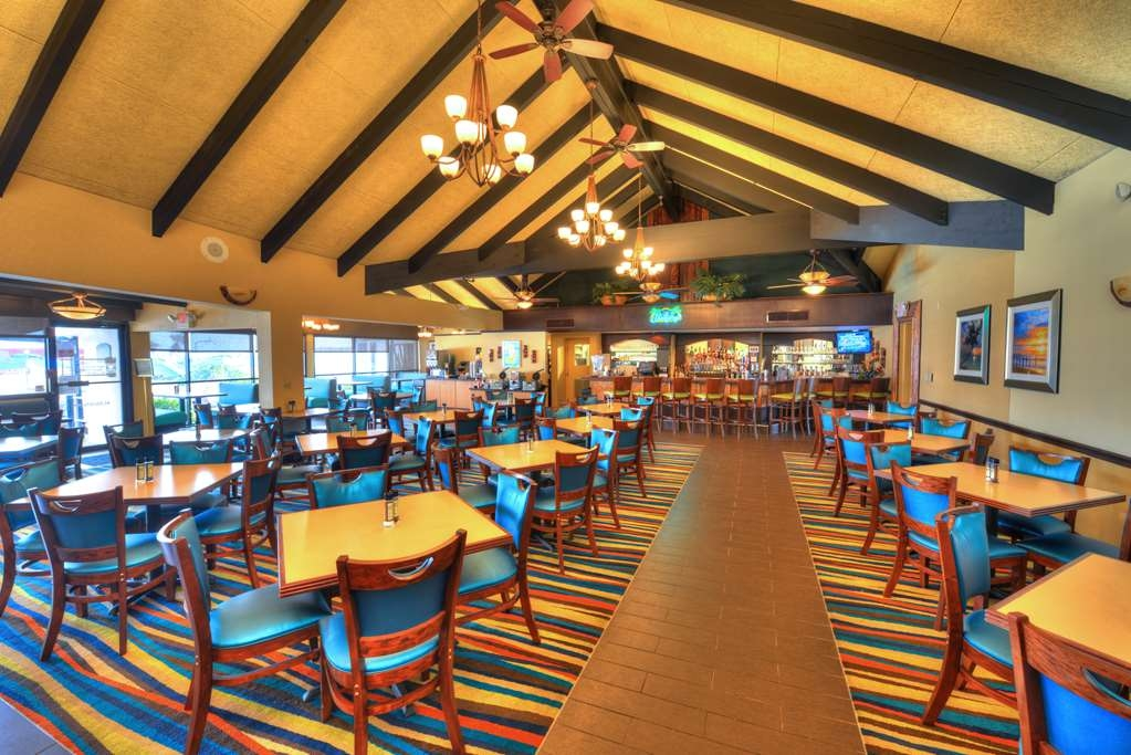 Best Western Aku Tiki Inn - restaurant am pool
