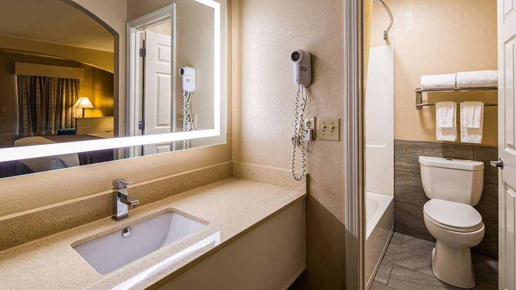 Best Western Catalina Inn - Bathroom