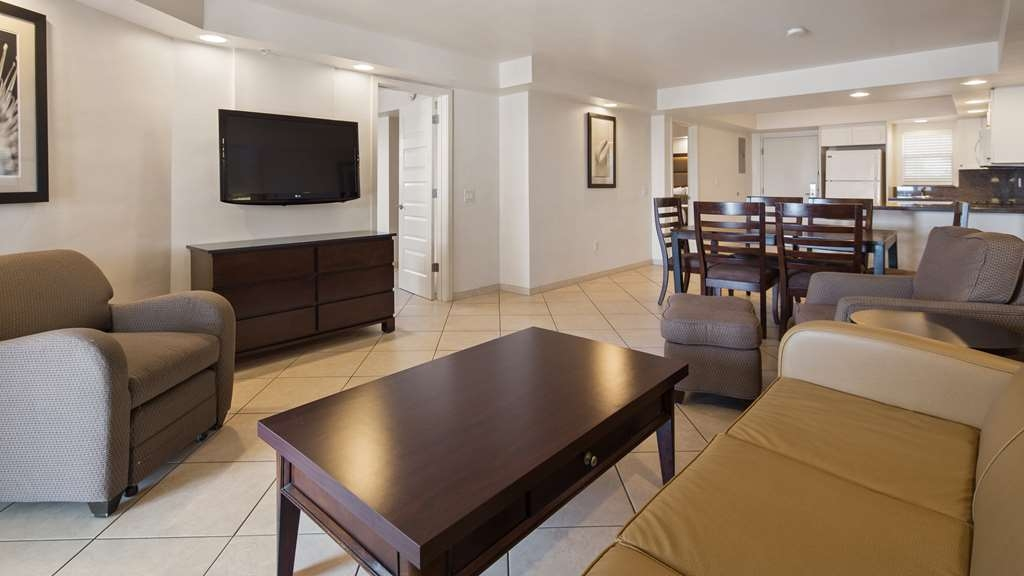 Best Western Plus Beach Resort - Living Room, Kitchen combination with a queen sleeper sofa in our two-bedroom, two-bath suite