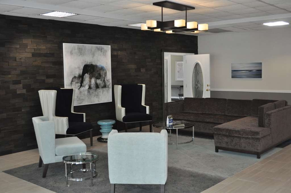Best Western Cocoa Inn - Our remodeled lobby area offers a comfortable place to read a book or socialize with colleagues and friends.
