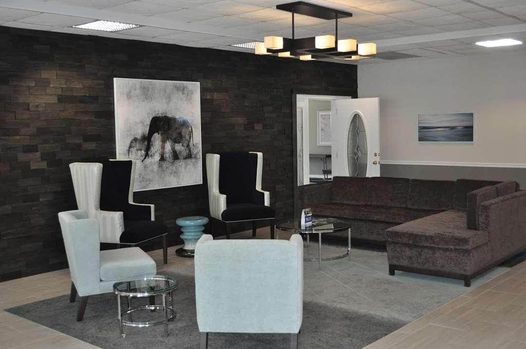 Best Western Cocoa Inn - Unser komfortabler Foyerbereich ist ideal, um ein Buch zu lesen oder sich mit Kollegen und Freunden zu treffen.