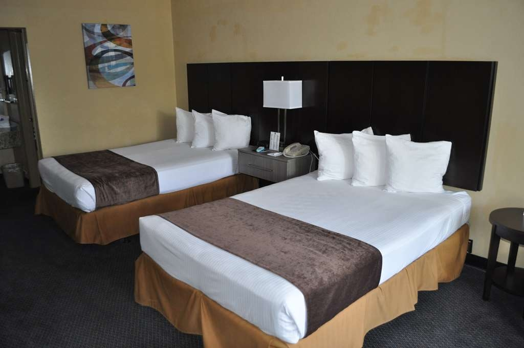 Best Western Cocoa Inn - Wake up refreshed in one of our double bed guest rooms.