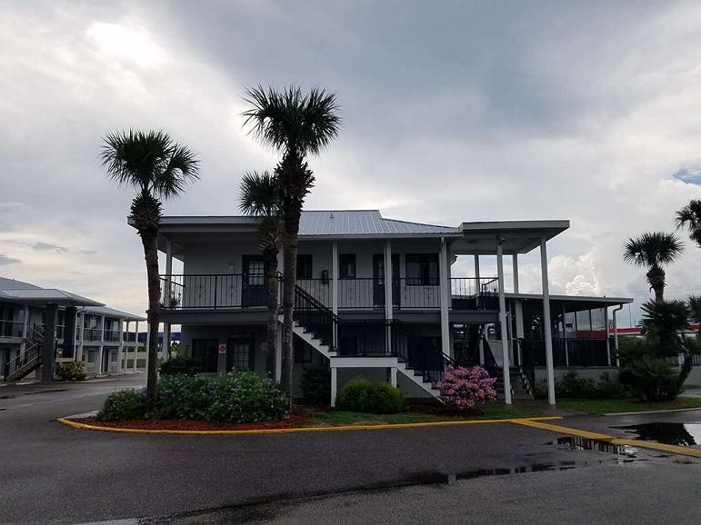 Best Western Space Shuttle Inn - Facciata dell'albergo