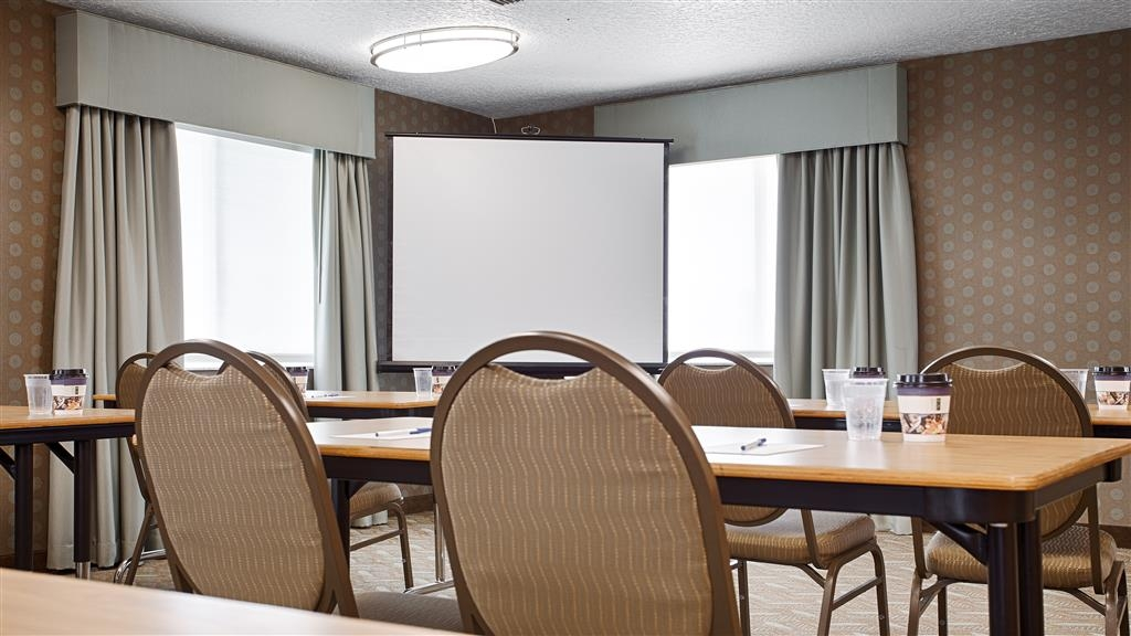 Best Western Space Shuttle Inn - We offer the perfect conference room to exchange business ideas or strategies.