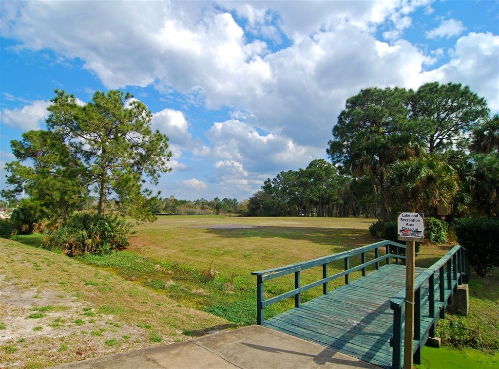 Best Western Space Shuttle Inn - Enjoy a stroll across our bridge to our gazebo and sit amongst Florida's wildlife.