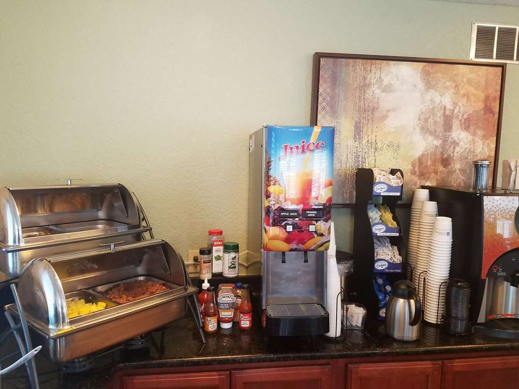 Best Western Space Shuttle Inn - Delicious hot eggs and cool juice.
