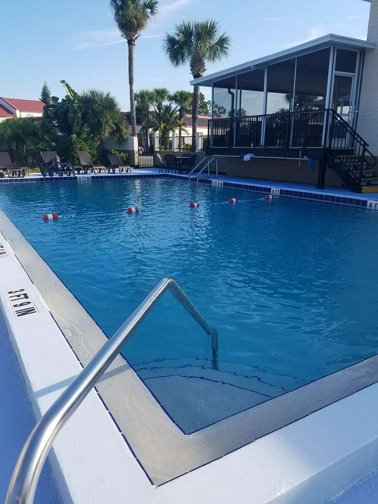 Best Western Space Shuttle Inn - Enjoy a dip in our outdoor pool. ADA lift is available for use.