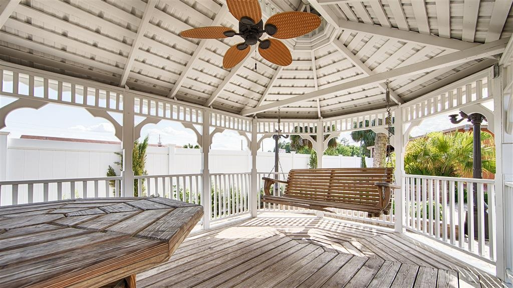 Best Western Starke - Relax and enjoy our Gazebo area.