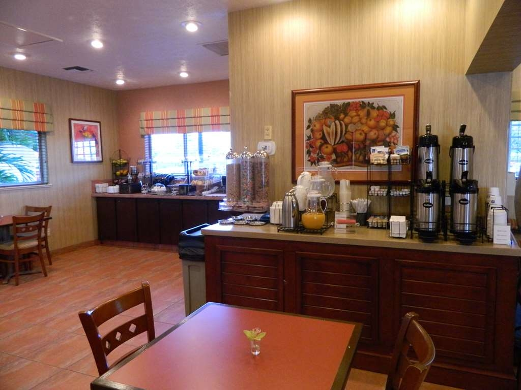 Best Western Port St. Lucie - Enjoy a complimentary deluxe continental breakfast each morning of your stay with us!