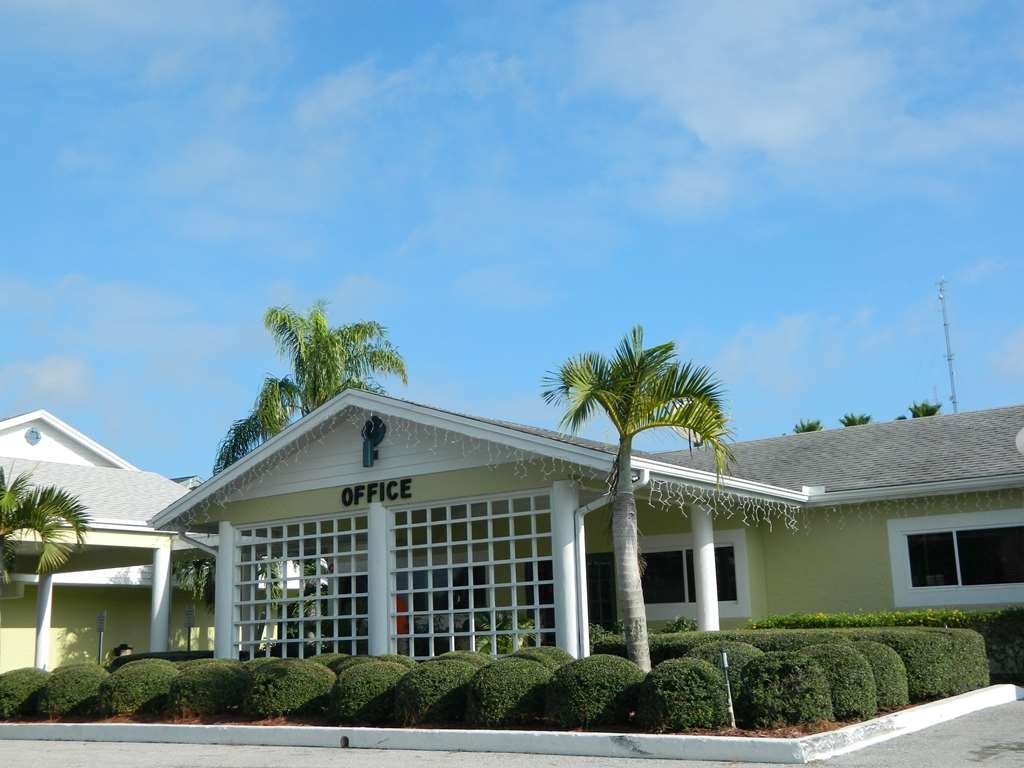 Best Western Port St. Lucie - The BEST WESTERN Port St. Lucie features award-winning hospitality and a variety of accommodations.