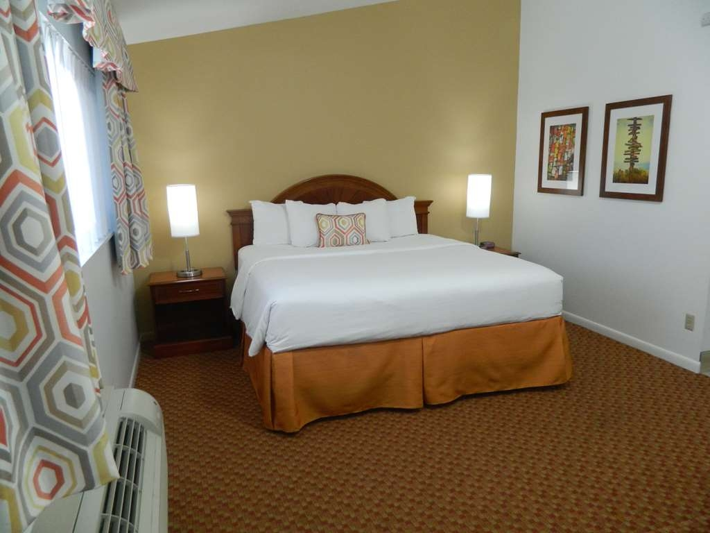 Best Western Port St. Lucie - Guest King Bedroom Area