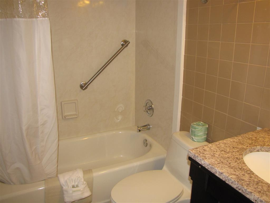 Best Western Hibiscus Motel - Guest Bathroom