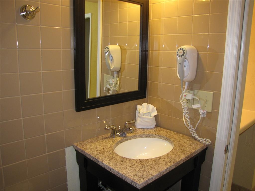Best Western Hibiscus Motel - Two Queen Suite - Vanity