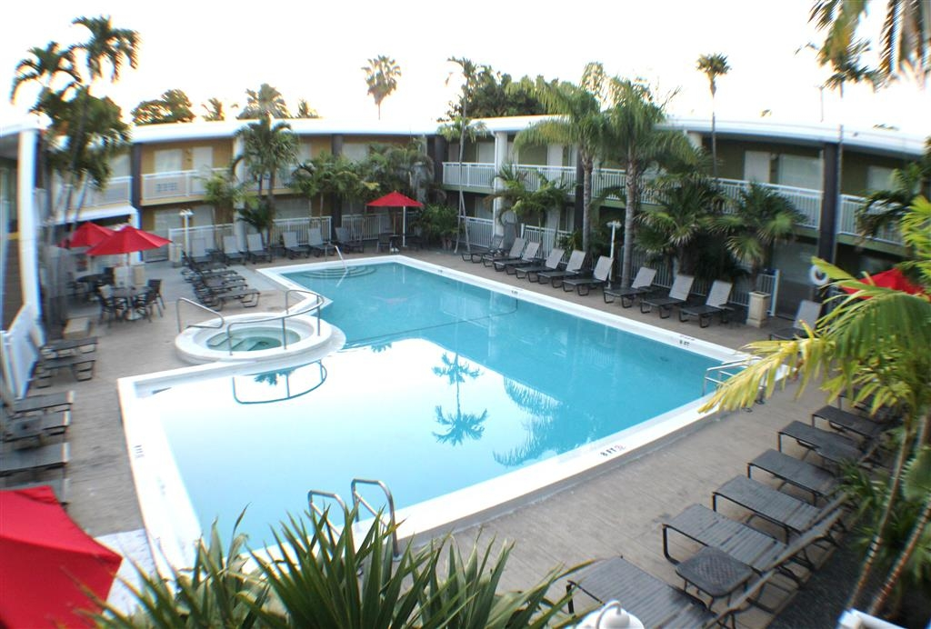 Best Western Hibiscus Motel - Outdoor Swimming Pool