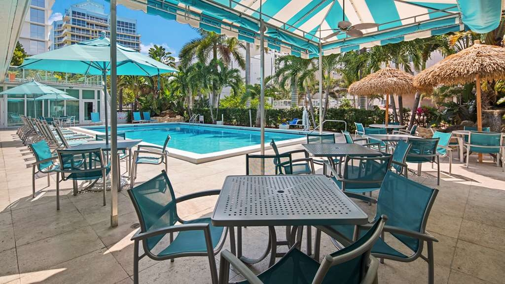 Best Western Plus Oceanside Inn - Vista de la piscina