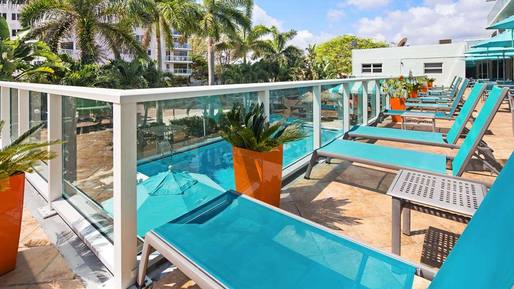 Best Western Plus Oceanside Inn - Pool sundeck area