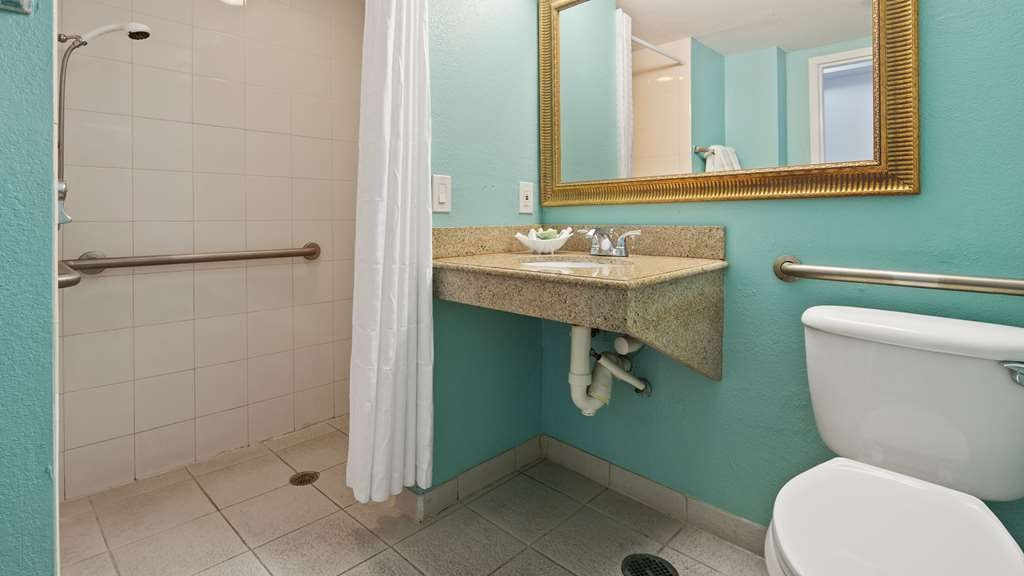 Best Western Plus Oceanside Inn - Baño