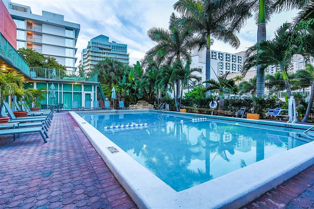 Best Western Plus Oceanside Inn - Piscina al aire libre