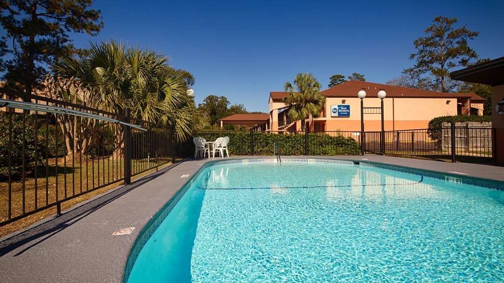 Best Western Tallahassee-Downtown Inn & Suites - Pool view