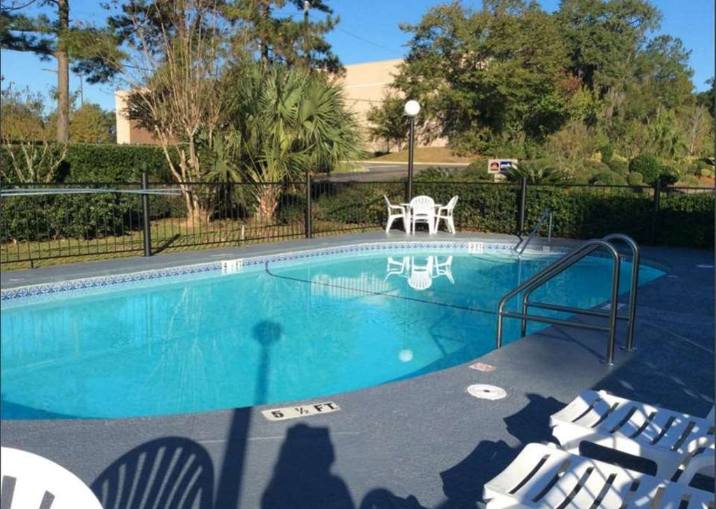 Best Western Tallahassee-Downtown Inn & Suites - Jump into our outdoor pool for a swim anytime of the day