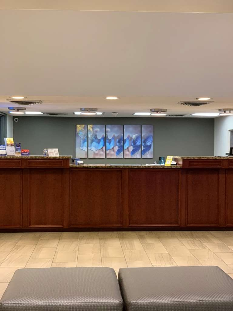 Best Western Tallahassee-Downtown Inn & Suites - FRONT DESK