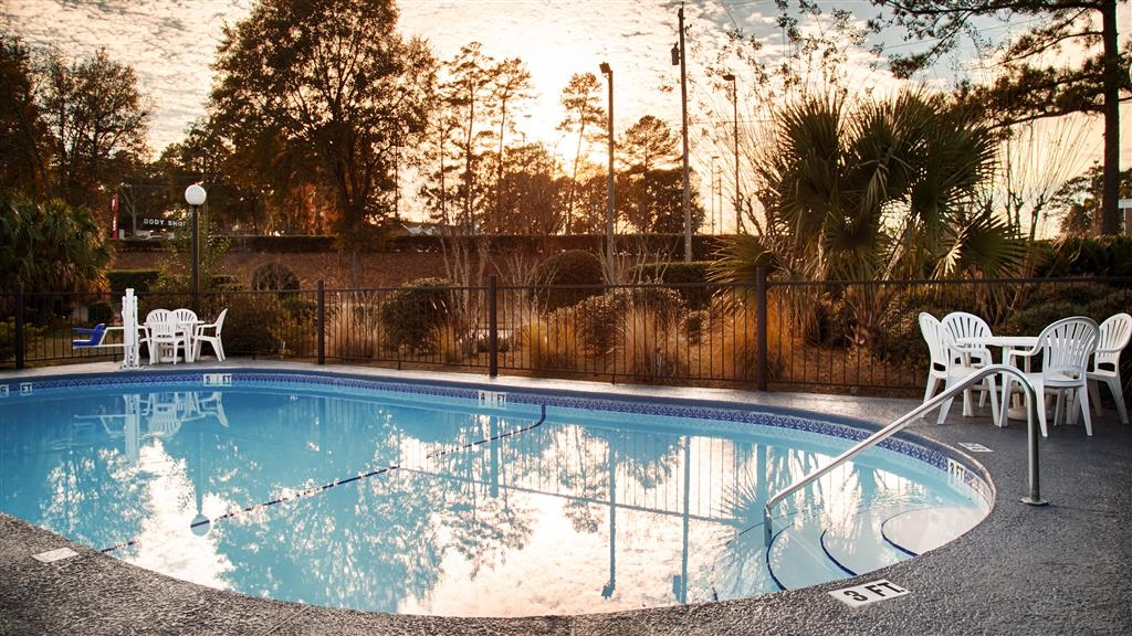 Best Western Tallahassee-Downtown Inn & Suites - Take a refreshing dip or swim some laps in our outdoor pool.