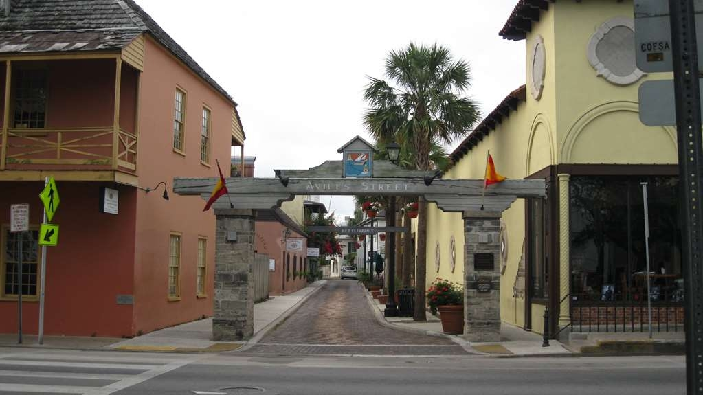 Best Western Historical Inn - Aviles Street, the oldest street in the USA, and is the original art district.