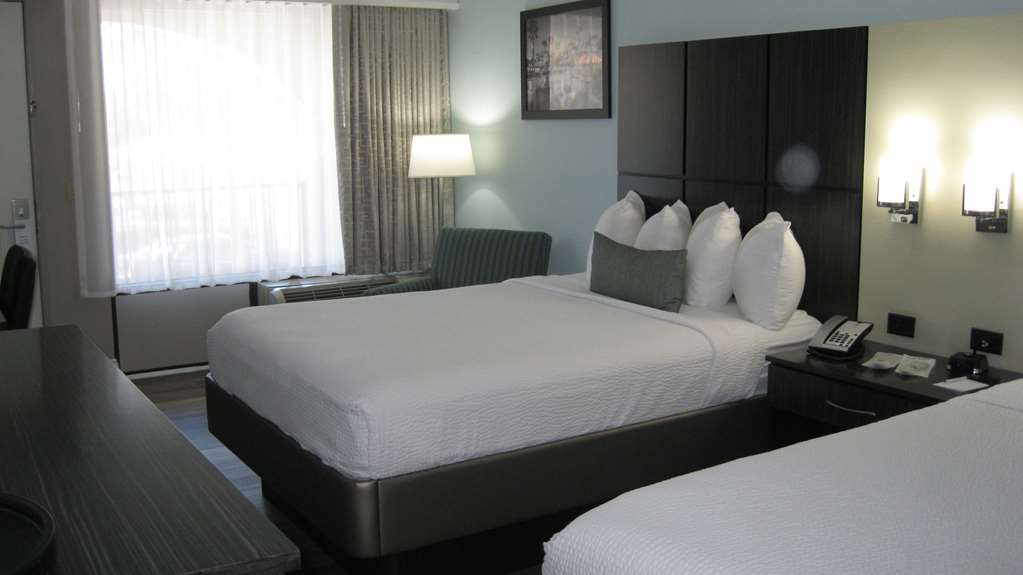 Best Western Historical Inn - Relax in our spacious Queen rooms with two queen size beds.