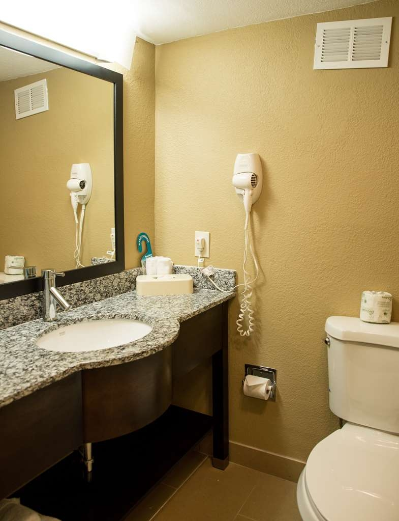 Best Western Palm Beach Lakes - Our guest rooms at the Best Western Palm Beach Lakes feature spacious bathrooms