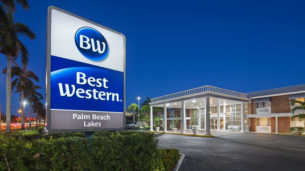 Best Western Palm Beach Lakes - Day or night...our reception is open 24 hours and always happy to welcome you