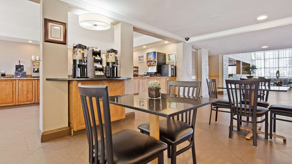 Best Western Palm Beach Lakes - Enjoy complimentary coffee available in our spacious renovated breakfast area all day