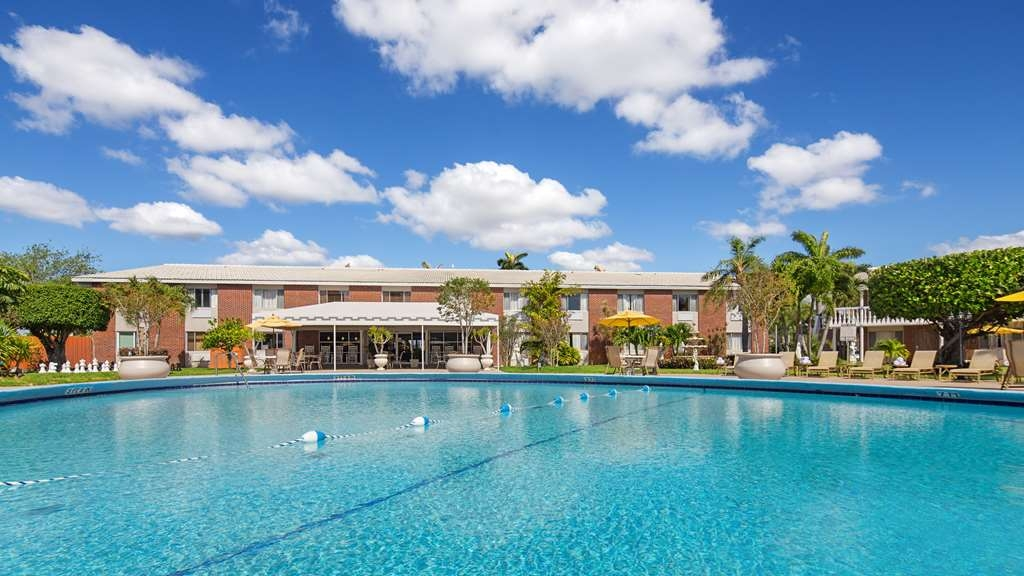 Best Western Palm Beach Lakes - Piscina