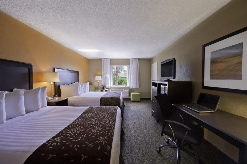 Best Western Palm Beach Lakes - Wake up refreshed in this newly renovated specious guest room with two queen size beds. Every room is equipped with microwave and mini fridge.