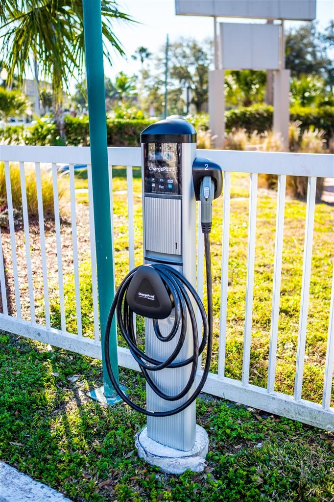 Best Western Plus Yacht Harbor Inn - Electric Car Charger on Property