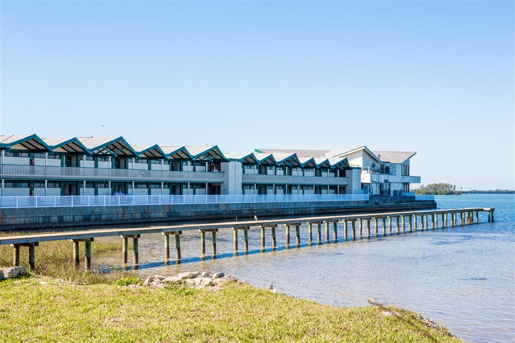 Best Western Plus Yacht Harbor Inn - Vista Exterior