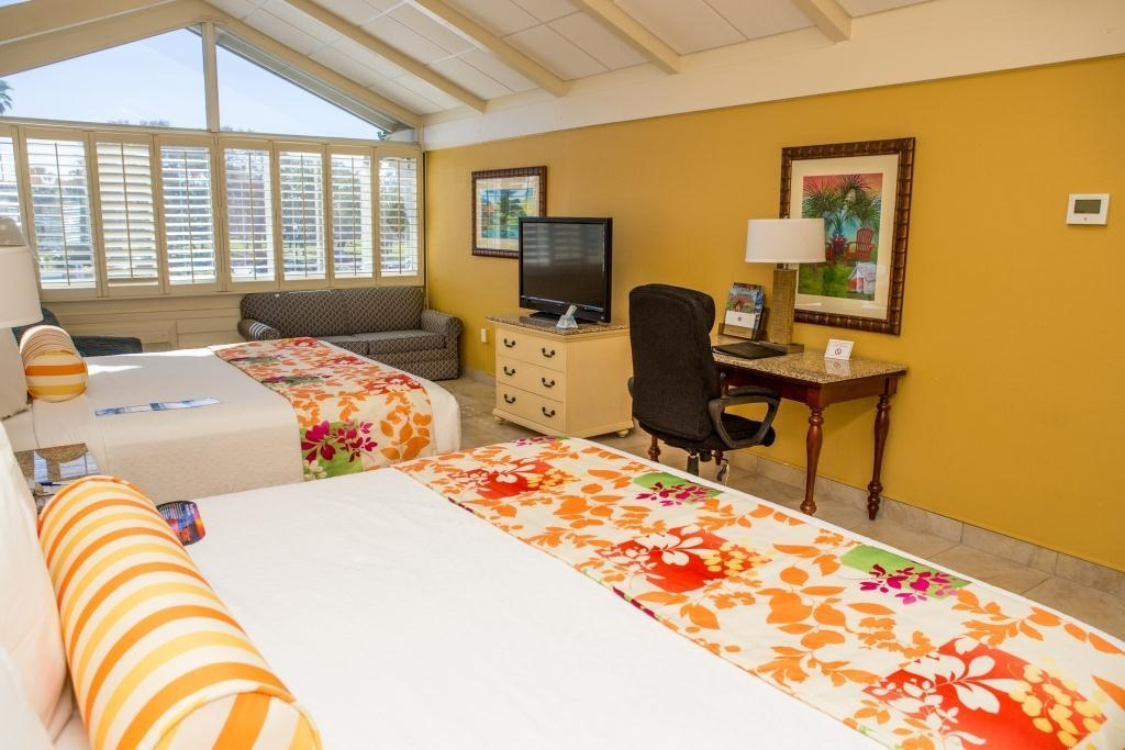 Best Western Plus Yacht Harbor Inn - Two King Bed Guest Room