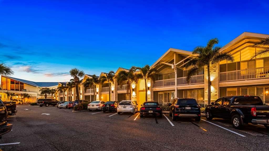 Best Western Plus Yacht Harbor Inn - Exterior