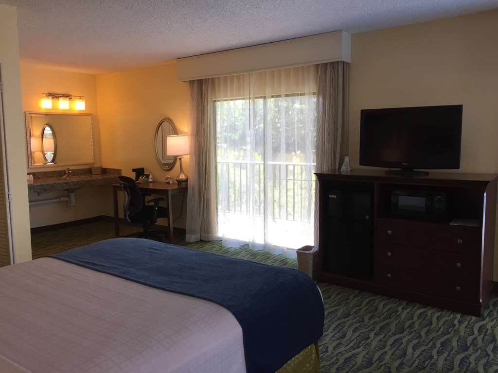 Best Western Crystal River Resort - Queen Guest Room With Balcony