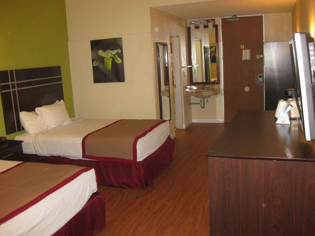 Best Western Orlando West - Bring your whole family along and book a larger room with 2 double beds.