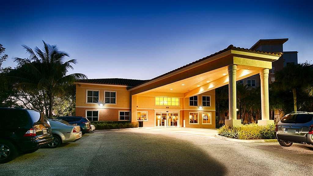 Best Western Intracoastal Inn - Best Western Intracoastal Inn Main Entrance