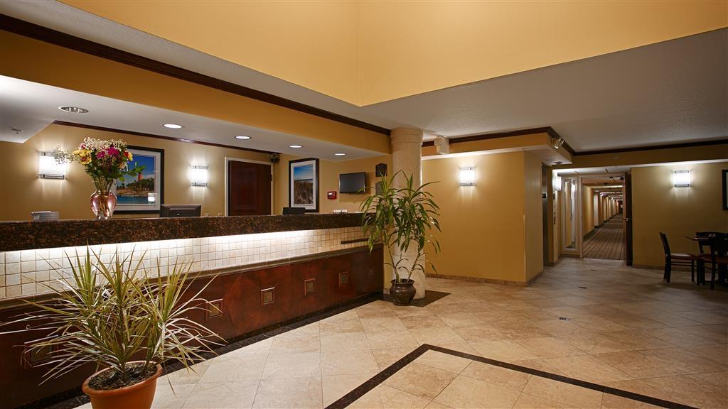 Best Western Intracoastal Inn - Vista del vestíbulo