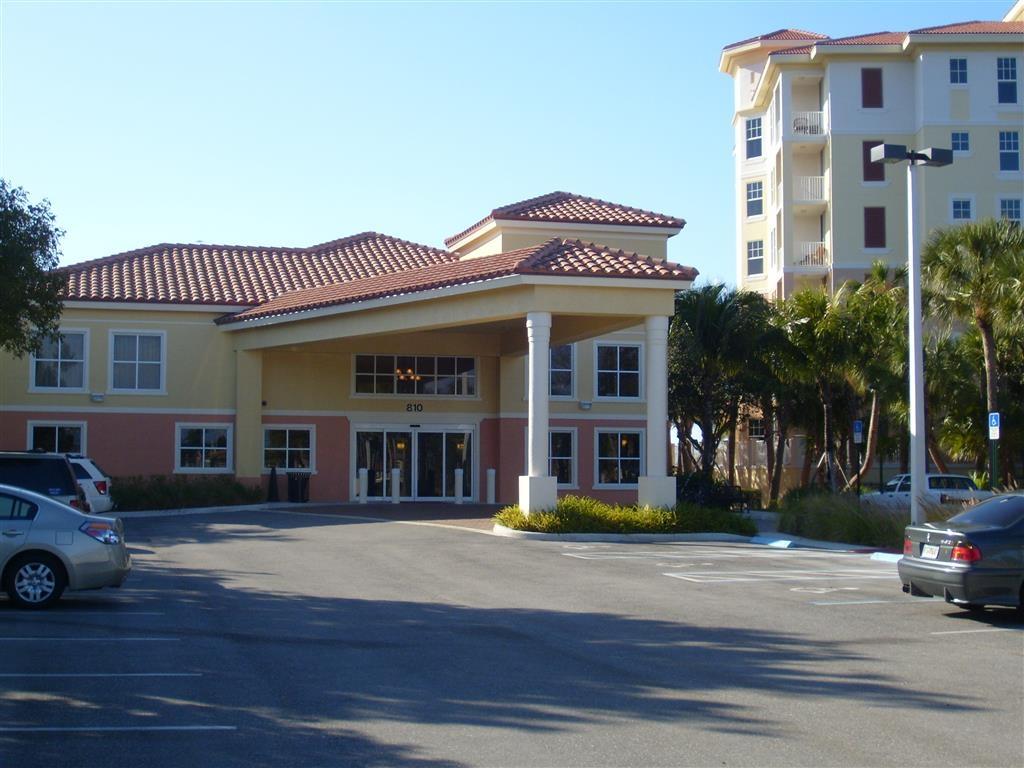 Best Western Intracoastal Inn - Facciata dell'albergo