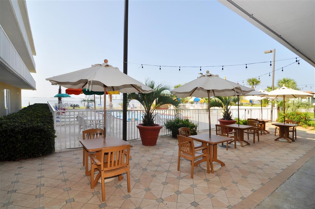 Best Western Navarre Waterfront - Wake up and enjoy a glass of fresh Florida orange juice on our poolside patio.
