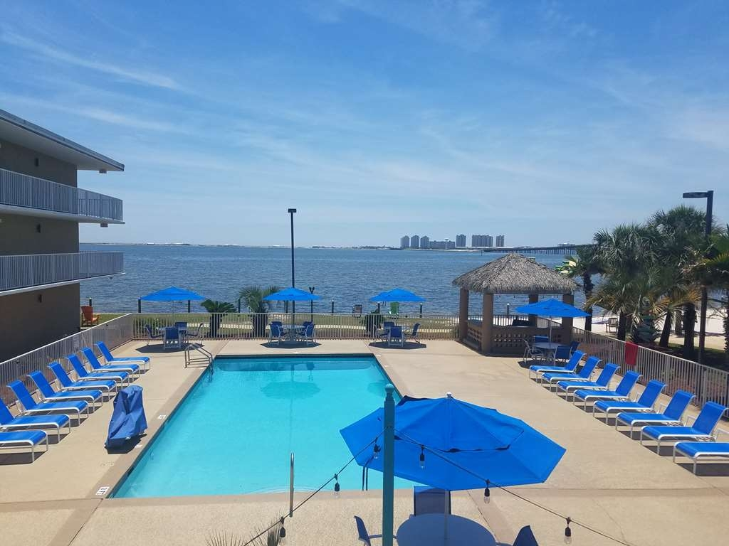 Best Western Navarre Waterfront - Piscina