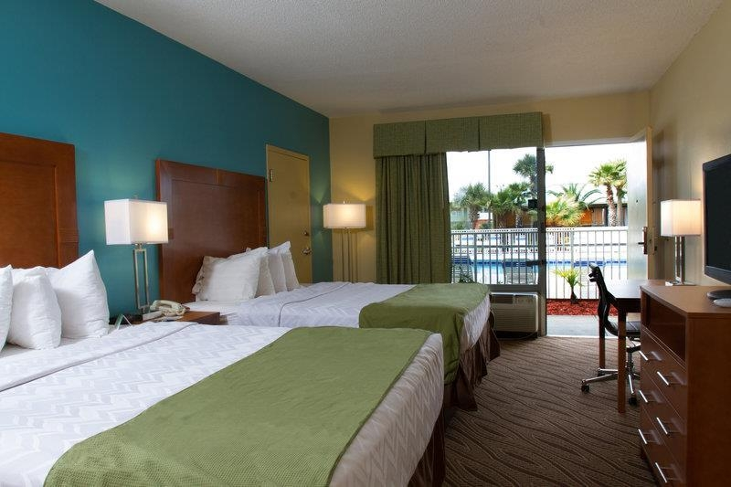 Best Western Navarre Waterfront - Spend a relaxing night together in our double queen room.