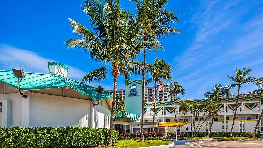 Best Western On the Bay Inn & Marina - Area esterna