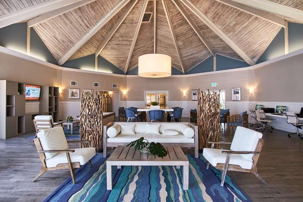 Best Western On the Bay Inn & Marina - Vista del vestíbulo